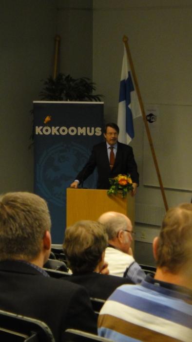 Hämeen Kokoomuksen piirikokous oli 15.11.2012 Riihimäen HAMK:lla. Kaupungin tervehdyksen kokoukseen toi Riihimäen kaupunginjohtaja Seppo Keskiruokanen.