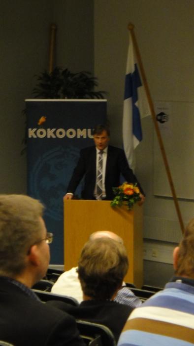 Ja poliittisesta tilanteesta kokousväelle puhui oma ministerimme, maa- ja metsätalousministeri Jari Koskinen.