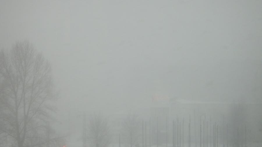 Kuva eduskunnan ikkunasta Stockmannille päin. Tuossa edessä siis Pikkuparlamentti, vasemmalla postitalo ja takana keskellä Forum. Eli sellainen pyry tänään.