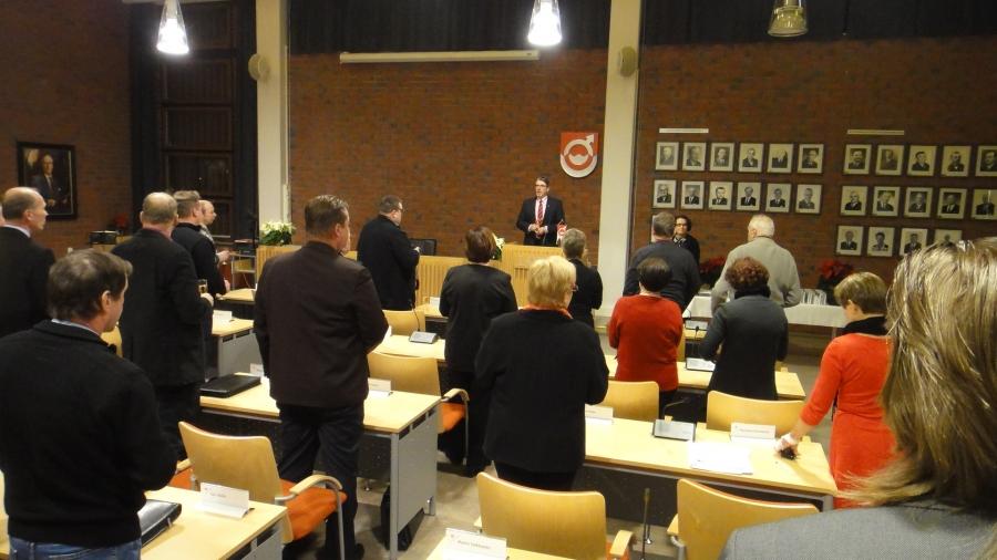 Ja valtuustonpuheenjohtaja Seppo Kuparinen kiitti valtuustoa päättyvästä kaudesta ja muisti myös kaikkia pois jääviä valtuutettujamme.