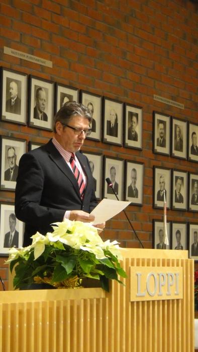 Seppo Kuparinen päätti tänään kaksi vuotisen kautensa valtuuston puheenjohtaja. Saa nähdä tuleeko Seposta nyt seuraavaksi kunnanhallituksen puheenjohtaja. Ainakin nämä nyt tehdyt vuodet ovat olleet erittäin antoisia ja tuloksekkaita ja Seppo kuulunut ehdottomaan luottoketjuun kaikissa vaikeissakin päätöksissä ja hetkissä.