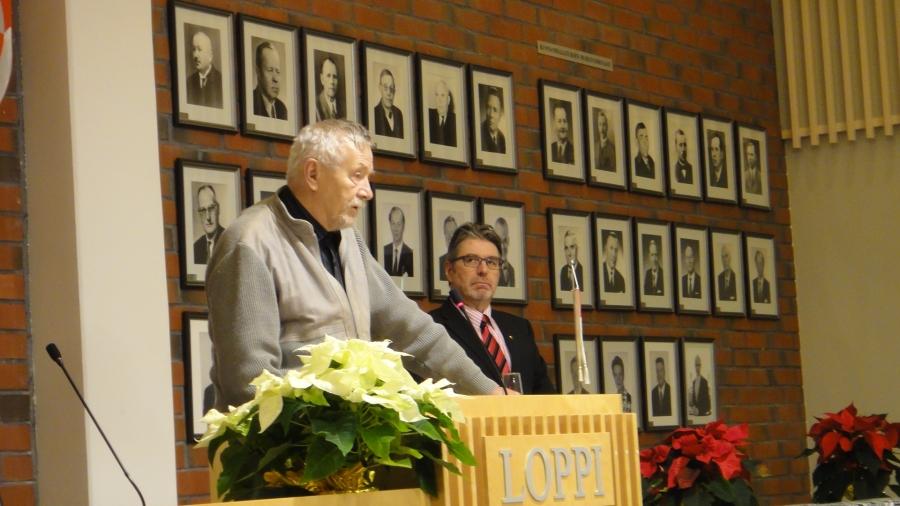 Ja tässä valtuustomme konkari. Vilho Tuomi päätti tänään 20 vuotta kestäneen valtuustouransa Lopella. Upea ja kunnioitettava elämäntyö omalle kotikunnalle. Nostan hattua Villelle!