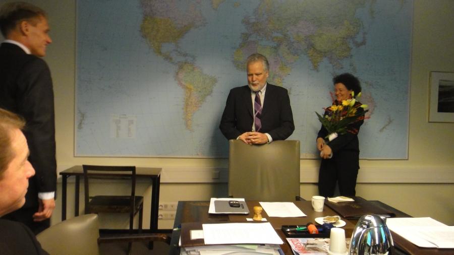 Ympäristövaliokunta onnitteli tänään kokouksensa aluksi 50 vuotta täyttävää Pauli Kiurua. Onnea vielä täälläkin!