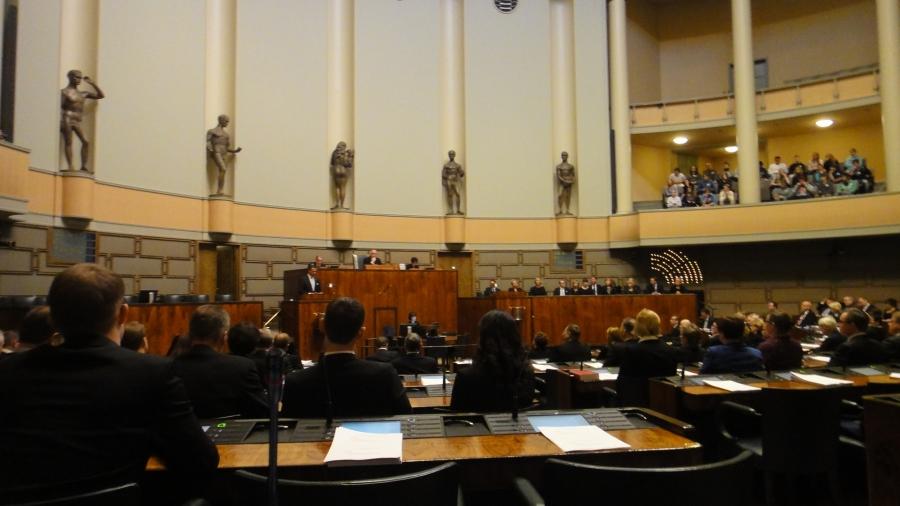 Eduskunnan juhlaistunto 95 vuotiaan Suomen kunniaksi tänään 5.12.2012 teki päätöksen korottaa veteraanien kuntoutusrahoja ja parantaa sotainvalidien kuntoutukseen pääsyä.