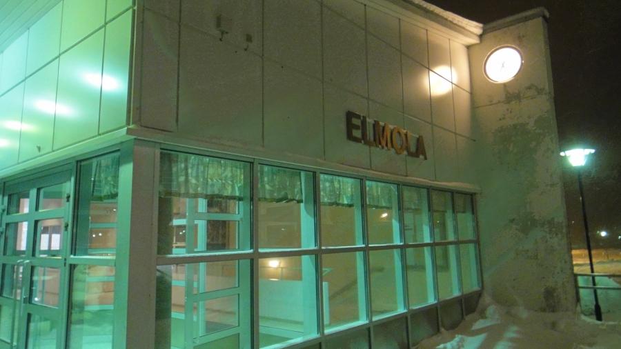 Huomenna maanantaina 17.12.2012 kunnanhallituksessa esillä Juha Lehtolan kuntalaisaloite Elmolan laajentamiseksi. Aikanaan sitä jo yritimme Saija Grönholmin kanssa kun uutta B-koulua rakennettiin, mutta toivottavasti nyt asia etenee. Tähän väliin lisätila tulisi joka palvelisi niin koulua, päiväkotia, eskareita kuin ikäihmisiäkin iltakäytön ja salibandyn lisäksi.
