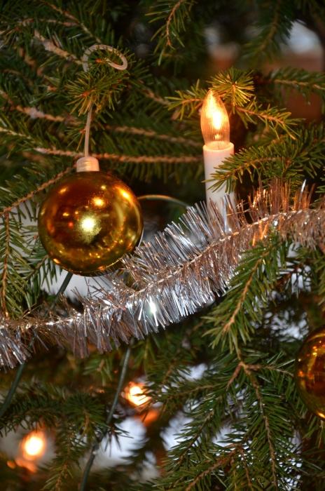 Ja kyllähän se kuusi on se yksi joulun juttu. Sauvalan kaunis kuusi koristaa olohuonettamme ja tuo metsän tuoksua ja joulun tunnelmaa.