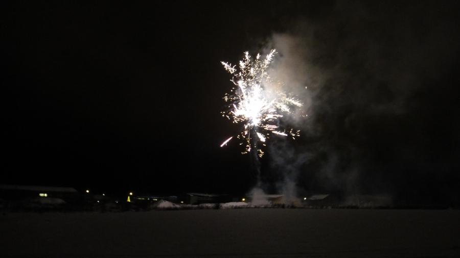 Tässä hieman tunnelmakuvia Säästö-Karien Ilotulituksesta. Upean shown järjestivät Kari ja nuoret meille taas ja paikalla tuhansia katsojia.