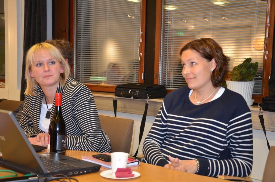Tänään tämän kauden viimeinen kunnanhallitus Eeva Pyhälammin ja Saija Grönholmin kanssa. Annoin heille kiitokseksi tästä hienosta kaksivuotisesta Eevan pullon Plan B:tä ja Saijalle kuohuvaa. Ovat superia nämä naiset.