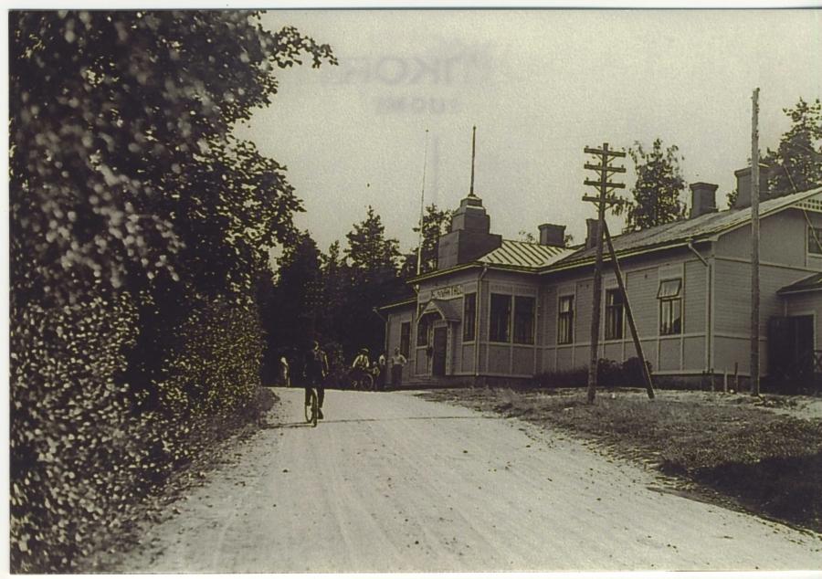 Ja saman tien varresta Lopen vanha kunnantalo eli nykyinen Kuntala.