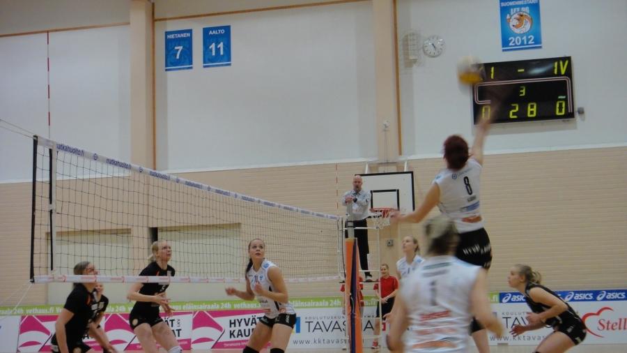 Hieman tunnelmia illan SM-liigaottelusta Elmolasta. Lopella siis tänään pelattiin naisten SM-sarjan ottelu HPK-Orpo.