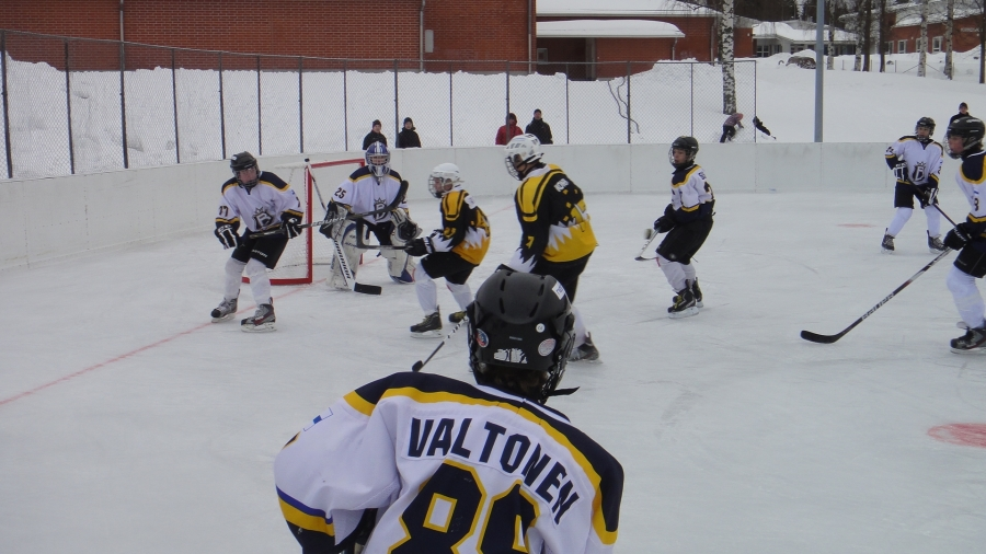 Riihimäen Kiekko-Nikkareiden Loppi Hockey Day 2.2.2013. Tässä käynnissä Espoon Bluesin ja Nikkareiden välinen avausmatsi.