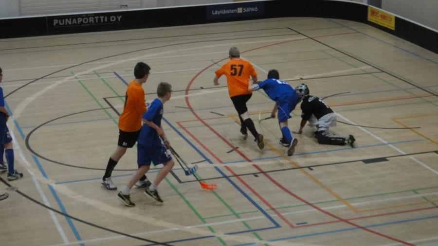Ja samaan aikaan Loppi Hockey Dayn kanssa 2.2.2013 pelattiin Elmolassa LFT:n isännöimä C98-poikien salibandyturnaus.