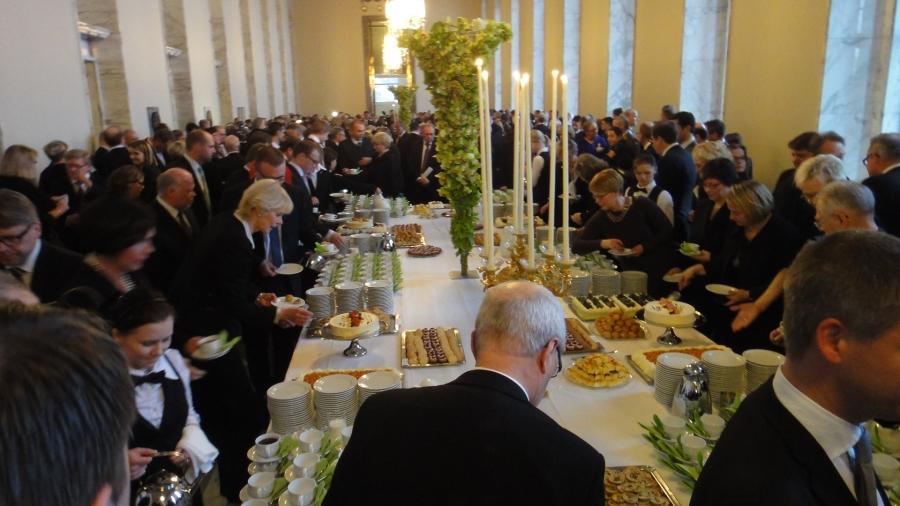 Valtiosalissa oli jälleen katettuna pitkät pöydät Valtiopäivien avajaisten kahveja varten. Upea ja juhlavatilaisuus joka sydähdyttää aina.