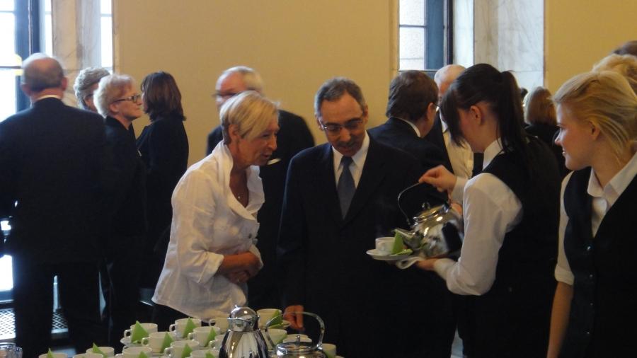 Ben Zyskowicz ja Rahime Zyskowicz avajaiskahvilla Valtiosalissa.