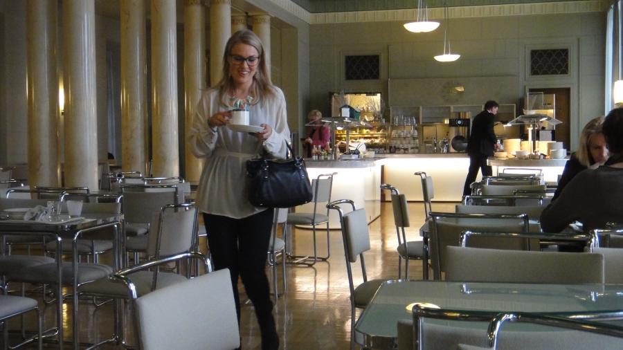 Ja eduskunnassa kävi tänään kahvilla ja lounaalla ystäväni Sanna Liljamo.