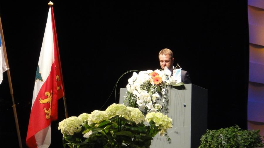 Elinkeinoministeri Jan Vapaavuori piti erinomaisen juhlapuheen ja yhtenä vahvana viestinä se, että hämäläisten yrittäjien kannattaisi ja pitäisi suuntautua maakunnan rajojen yli ja aina myös kansainvälisillekin markkinoille. Olemme Hämeessä tässä muuta maata selkeästi jäljessä syystä tai toisesta.