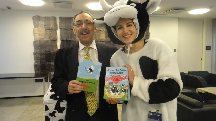 B&J Ystävä-lehmä (oikealla) ja Ben Zyskowicz.