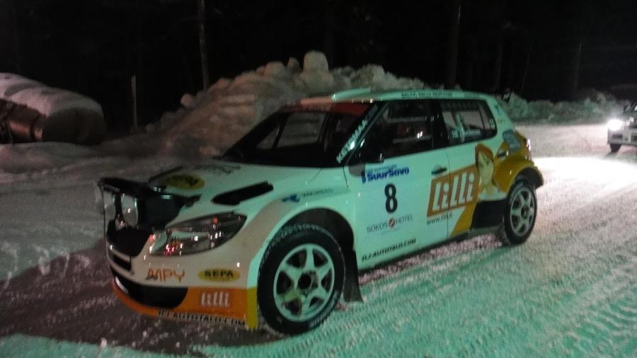 Ja upea Skoda Super2000 -auto ja kuskina yllätyksenä paluun SM-sarjaan tehnyt Jari Ketomaa. Vahva avaus Jarilta ja tämän päivän jälkeen kilpailun kärjessä.