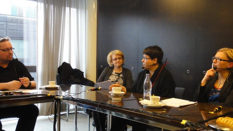 Tänään Ylen Radio Hämeen Politiikan Puhemyllyssä keskustelimme maamme taloudesta ja siitä mitä sen hyväksi pitäisi tehdä. Kuvassa keskustelun juontaja Antti Ruonaniemi ja ministeri Päivi Räsänen, Tarja Filatov ja Aino-Kaisa Pekonen.