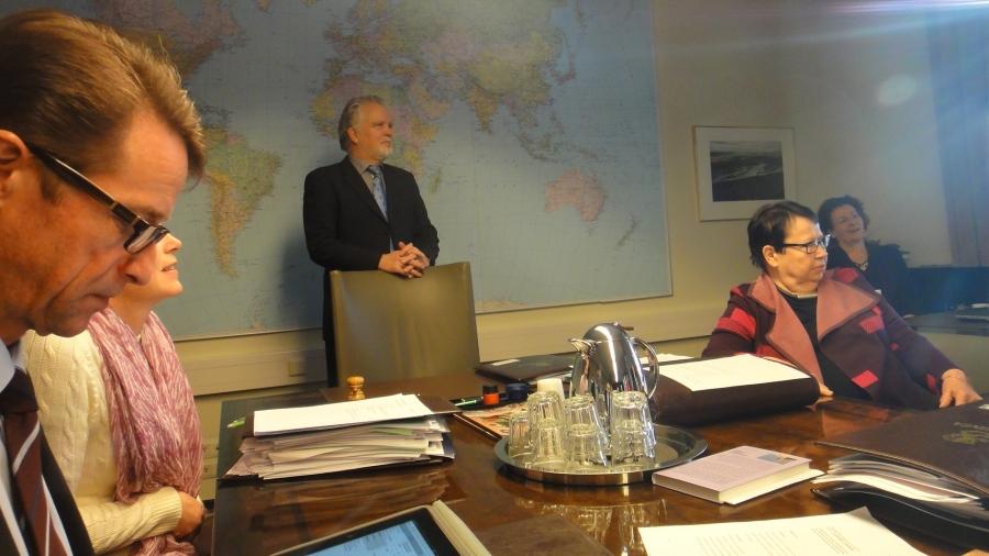 Tänään ympäristövaliokunnan puheenjohtaja, kansanedustaja Martti Korhonen 60v. Onnea paljon! Ja kiitos syntymäpäiväkahvista.