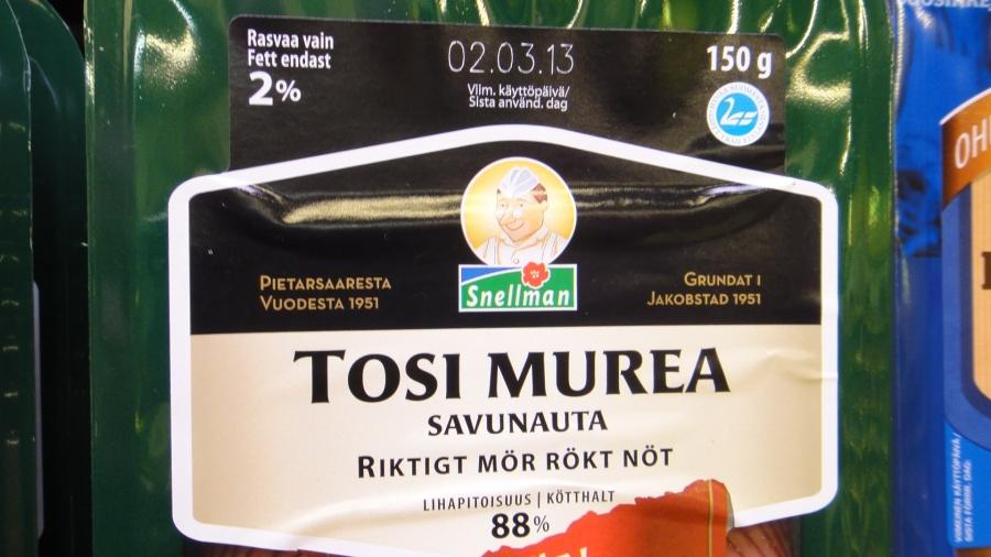 Snelmaan tämä tuote on SUOMALAISTA LIHAA! (kts. paketin oikea yläkulma) Ja alla sitten täysin samanlainen paketti jossa oikean yläkulman merkki on korvattu toisenlaisella merkillä...