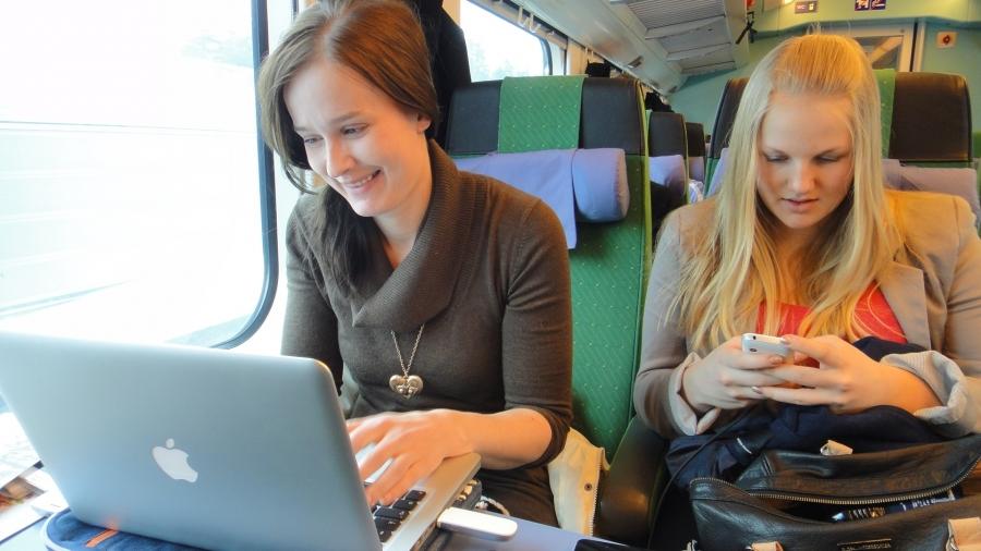 Ja tällä viikolla apunani on ollut avustajani Tiina Seppälän lisäksi myös aivan erityisen ahkera ja osaava 8-luokkalainen Erika Kovanen. Tänäänkin matkassa mukana Tampereella.
