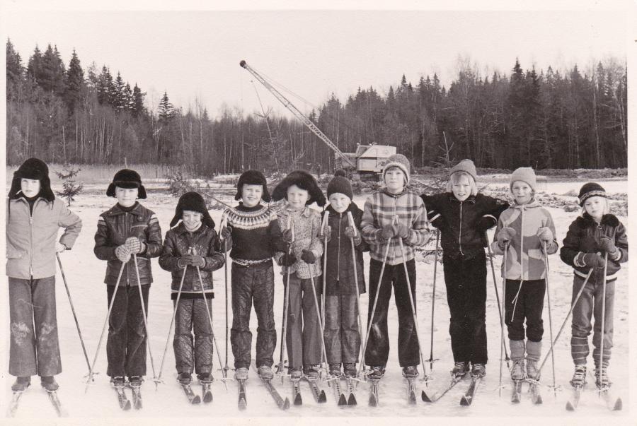 Laitetaan vielä tällainekin vanha kuva Loppijärveltä tänne neljänkymmenen vuoden takaa. Kuva Matti Kytömäen aikanaan ottama ja kuvan takana teksti: