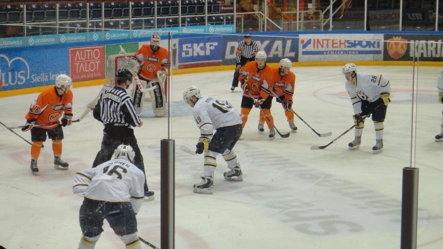 Makea voitto HPK:lle ensimmäisessä SM-finaalissa Espoon Bluesista. A-nuorten kultataistelu jatkuu perjantaina Espoossa ja kolmas ottelu lauantaina jälleen kotiareenalla Rinkelinmäellä.