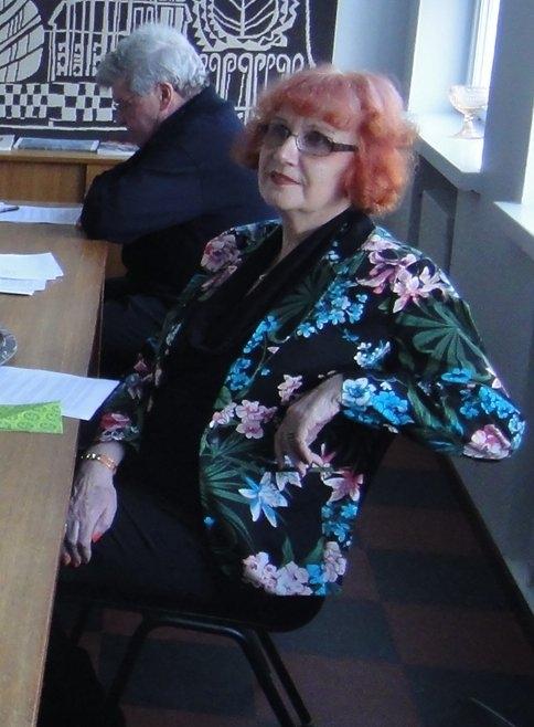 Sirkka-Kaarina Väisäsen kanssa aloitimme aikanaan yhtaikaa Lopen Kokoomuksessa. Olimme mukana kunnallisvaaleissa 1996 ja siitä asti yhteinen puolue ja aate on meitä vienyt mukanaa. Pitkän tauon jälkeen oli hieno nähdä Sirkka-Kaarinaa tänään ja tuntui hyvälle, että vuosien jälkeen hän halusi nimenomaan tulla kuuntelemaan minun puhettani Lammille. Tuntui hyvälle.