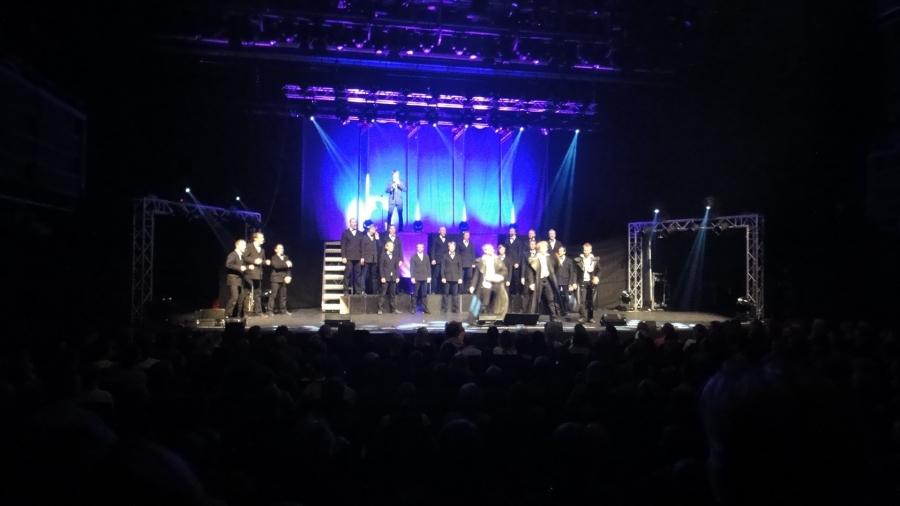 Seminaarinmäen Mieslaulajat vetivät upean lähes 2,5 tunnin levynjulkistamiskeikan Hämeenlinnan Verkatehtaalla.