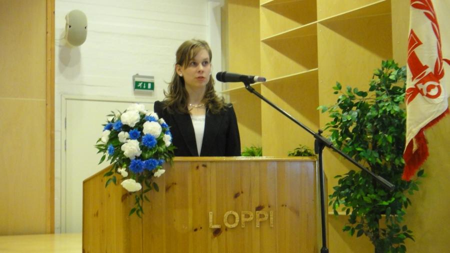 Lukion 2. vuosikurssin Emilia Orava toi juhlaan todella kauniin ja hyvän tervehdyksen nuorilta.
