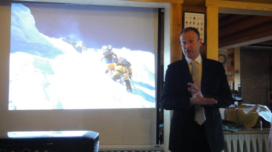 Ja Veikka Gustafsson puhumassa yhteispelistä, luottamuksesta ja toisten kunnioittamisesta. Ja samaa aihetta käsittelee myös Lopen leijonien kampanja