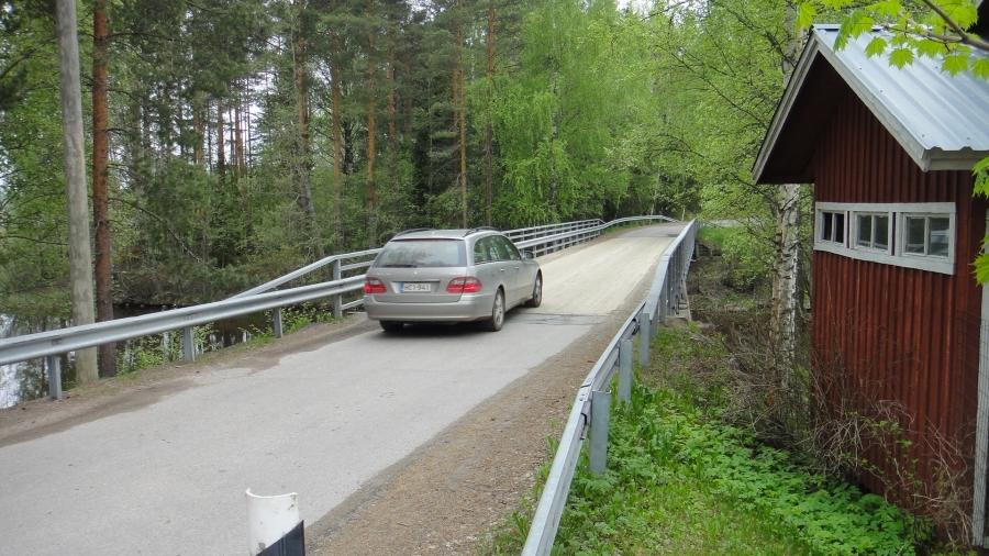 Ja yksi sellainen silta jolta ei todennäköisesti uusilla jättirekoilla ole mitään asiaa ajaa yli. Rekka-asiasta myös eilisessä blogissani enemmän ja siellä myös oma kantani aiheeseen.