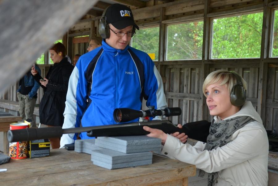 Santeri Nousiainen oli yksi illan kouluttajista ja ammuttajista. Nuori ja kokenut ampuja ja metsästäjä ja hienosti ilta kiväärirastilla sujuikin.