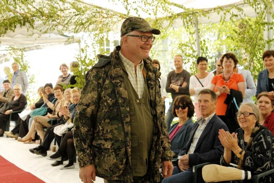 Ja sitten Kartanon isäntä Yrjö Kassari ja Berettan uutta metsästyskauden 2013 mallistoa.
