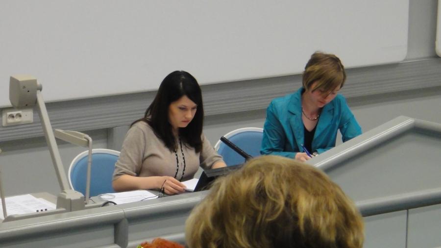 Ja sitten maakuntavaltuusto Hämeenlinnan Tavastiassa. Puhetta johti kollegani Sanni Grahn-Laasonen.