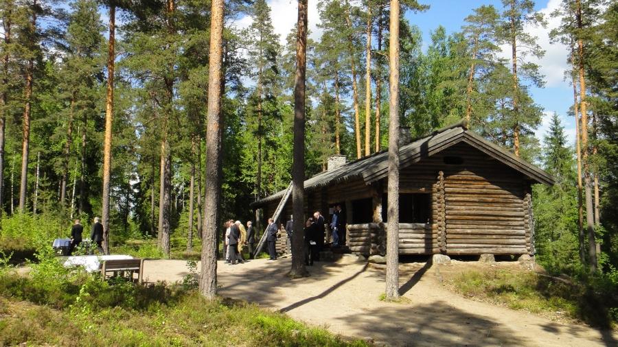 Ja tässä sitten tältä vuodelta eli Marsalkka Mannerheimin Metsästymajan Kevätlounas 30.5.2013