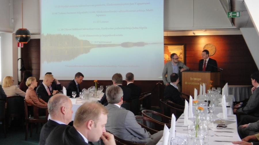Mielenkiintoinen keskustelu tänään seminaarissamme Tuomas Enbusken johdattelemana elinkeinoministeri Jan Vapaavuoren, EVA:n Matti Apusen ja keskustan puheenjohtajan Juha Sipilän alustusten kautta.