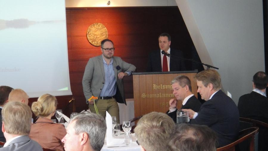 Elinkeinoministeri Jan Vapaavuori Tuomas Enbusken haastettavana...