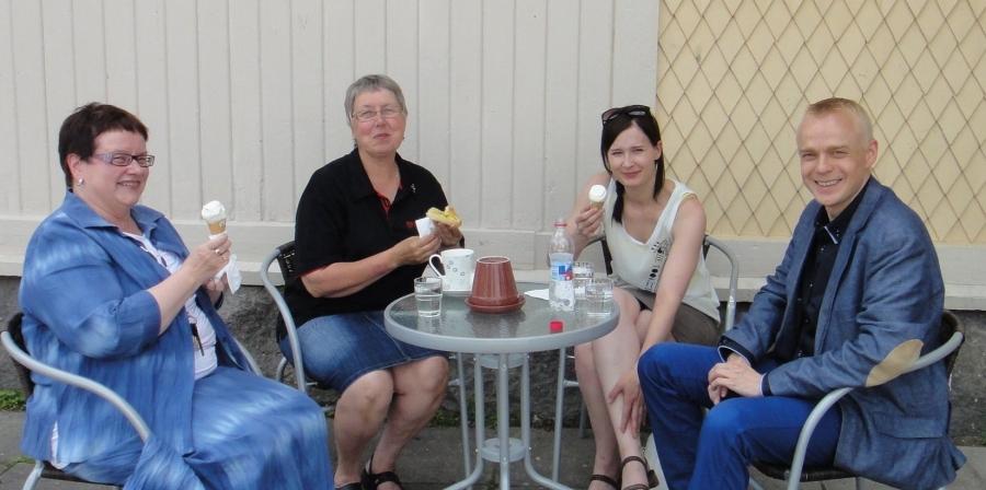 Ja istutus kahvit nautittiin sitten Lopen Kuntalan kesäkahvilalla.