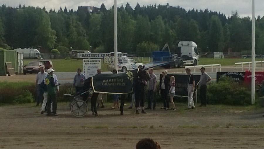 Sitten upea loimi pitkän tauon jälkeen. Riihimäki Grand Prix palkinnot jatkoi kaupunginjohtaja Seppo Keskiruokanen ja voittoon Seppo Markkula Super Fridolla
