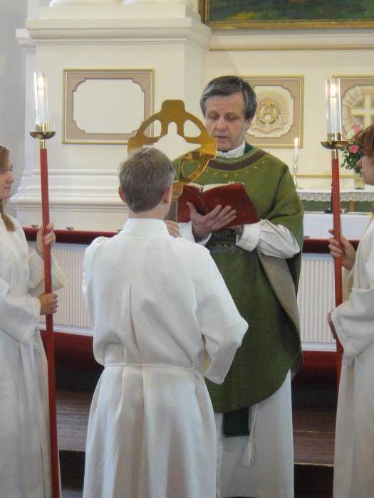 Ilkka-Pappi Juote oli myös minun rippipappini ja monien isoisvuosienikin pappi. Upea persoona ja hieno pappi.
