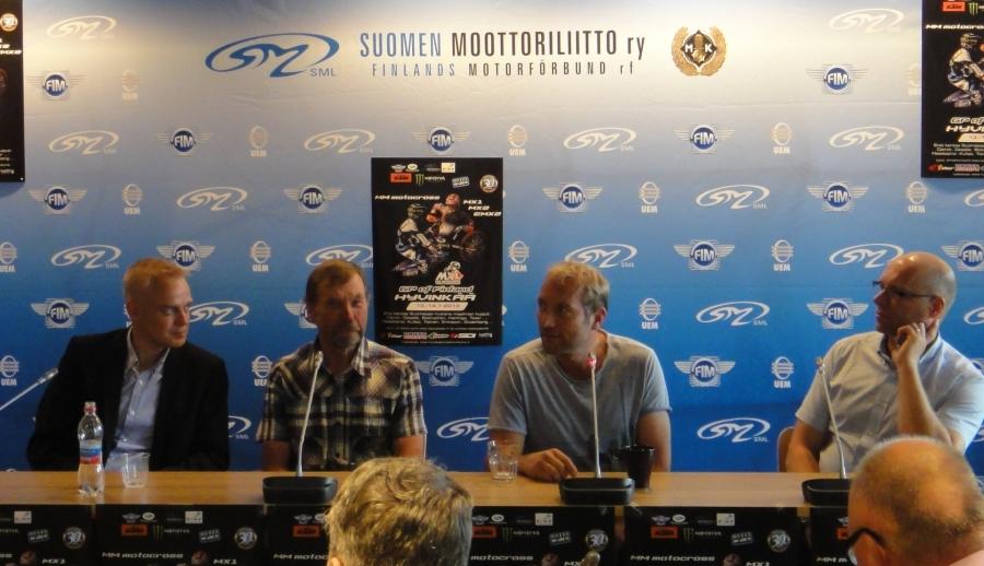 Hyvinkään Motocrossin Pressi Hyvinkään Kaupungintalolla tänään 17.6.2013. Paikalla tässä kattauksessa maailmanmestarit Heikki Mikkola ja Pekka Vehkonen sekä SML:n toimitusjohtaja Kurt Ljundqvist ja minä sitten Valtion Liikuntaneuvoston jäsenenä.
