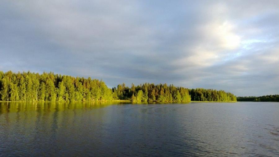 Tässä eiliseltä illansuulta kuvaa Loppijärveltä...