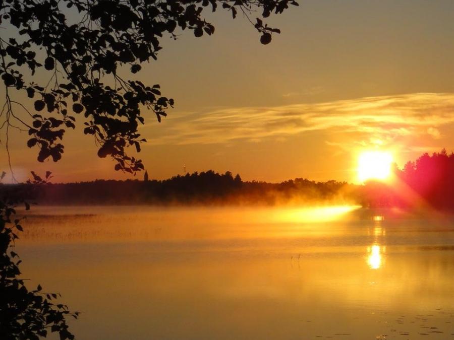Ja näin kaunis järvemme on kauneimmillaan.