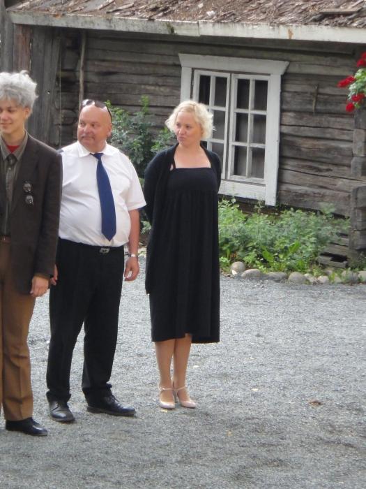 Ja näytelmän ohjaaja Viivi Saarela, joka ohjaa myös ensi kesän Lopen Teatterin 30-vuotisjuhlanäytelmän ja silloin luvassa laulua ja musiikkia.