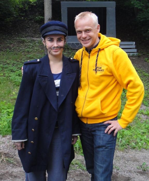...niin ja minä pääsin sitten Rotan alias Janita Juvosen kanssa fanikuvaan. Janita tänäänkin aivan erityisen taitava ja pitkä toinen päärooli oli Janitalta vahva näyttö tulevaan. Kiitos.