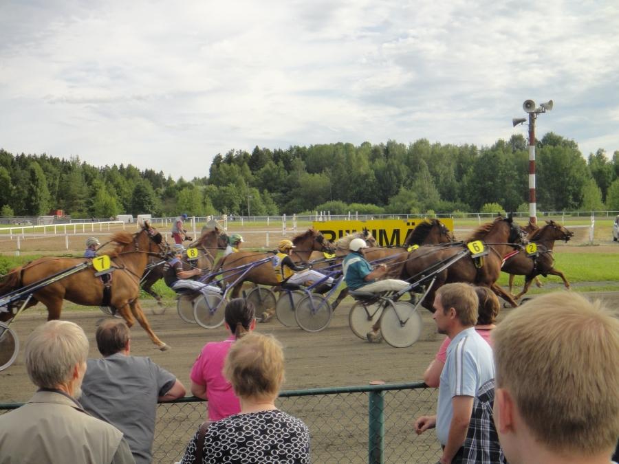 Riihimäen Heinäkuun Kesäraveissa 15.7.2013 tunnelmaa riitti ja jälleen väkeäkin hyvin. Hieno juttu.