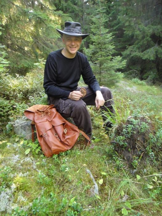 Illansuussa vielä ehdimme pienelle retkellekin... Aivan mahtava kesäilta ja reissumies maistui metsän keskellä.