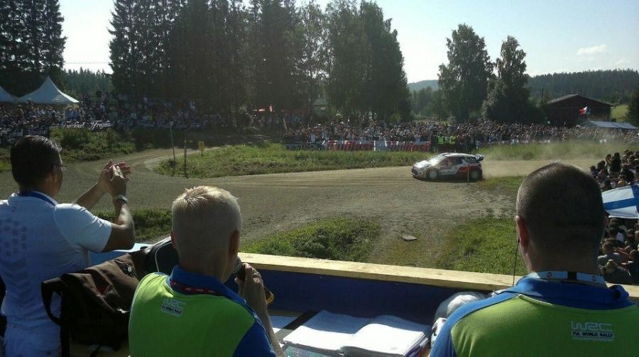 Ja sitten mennään... Jussi Hannulan kanssa selostamassa Kakariston risteyksessä.